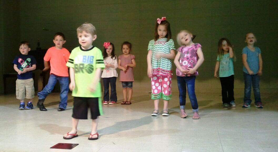 FBC Eupora preschoolers get ready for graduation skit ...